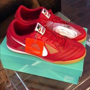Nike SB Supreme Gato QS Sneaker SZ 13